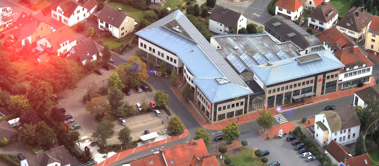 Blick aus der Luft auf die Hauptstelle der Kreissparkasse Melle